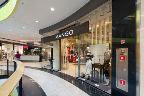 Interiors of shopping centres