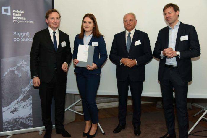 Należymy do grupy kilkudziesięciu dużych firm, które uczestniczą w Programie Kariera – prestiżowym programie studenckich praktyk. Organizowany przez Polską Radę Biznesu projekt skierowany jest do studentów oraz absolwentów w wieku poniżej 30 lat.